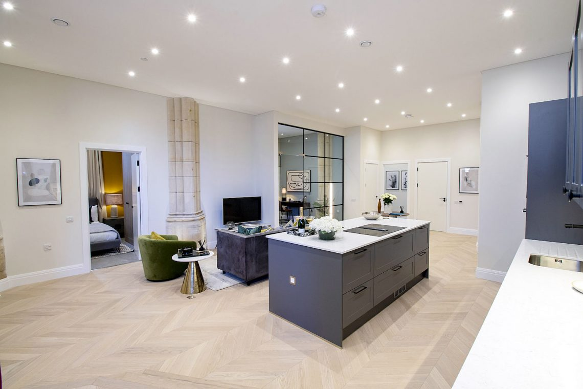Two bedroom apartment in Finchley 03